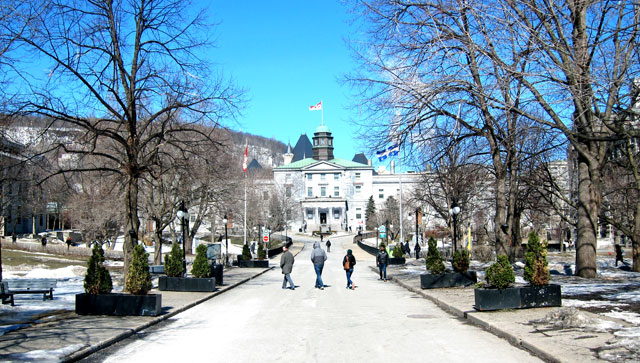 McGill University from the entrance on rue Sherbrooke