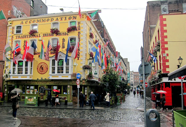 Typical Temple Bar street scene in Dublin