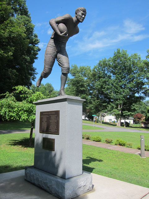 Statue of the athlete