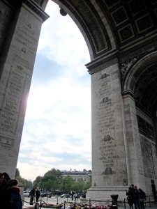 To share this view giving you an idea of the height of the Arch.