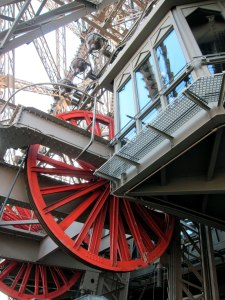 Pulley wheel for elevators