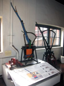 Exhibit of the grips to the cable.